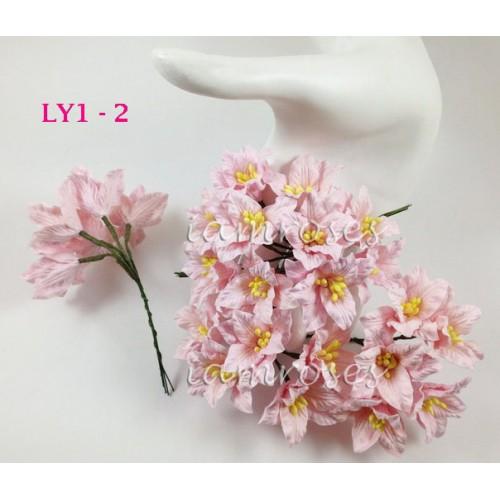 Цветы бумажные для скрапбукинга - лилии, цвет светло-розовый, диам. 3,75 см, 1 шт